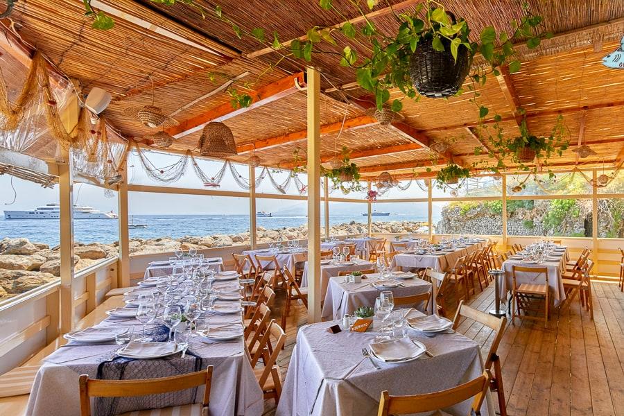 Bagni tiberio spiaggia con ristorante a capri - Bagno romano igea marina ...